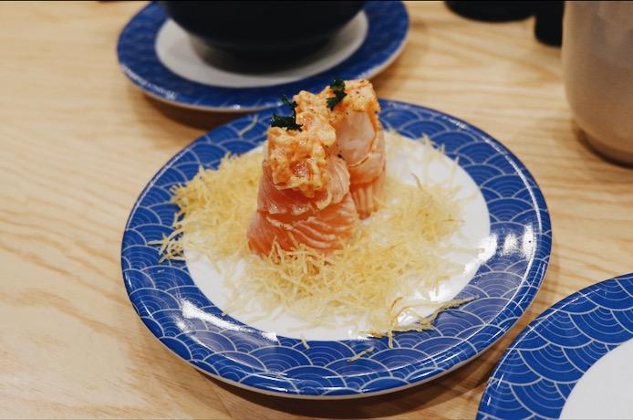 Spicy Hana Salmon Tom Sushi